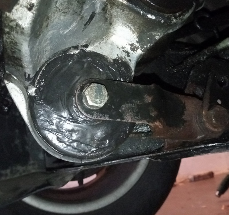 silentblok motoru po opravě polyuretanem